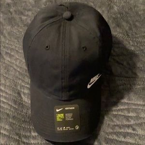 Women's Black & White Nike Heritage 86 Hat